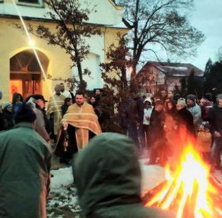 Paljenje badnjaka u crkvi