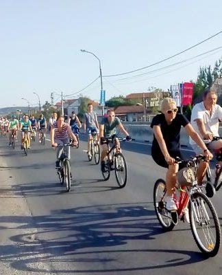 Biciklisti na Zrenjaninskom putu